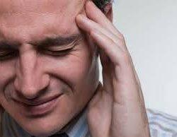 Cefaleias e dores tensionais na região dos ombros.
